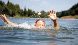 В Нижневартовске учительница спасла тонущего в озере пятиклассника